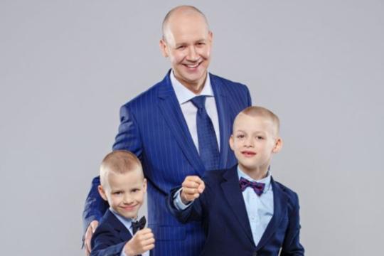 Валерий Цепкало с детьми.